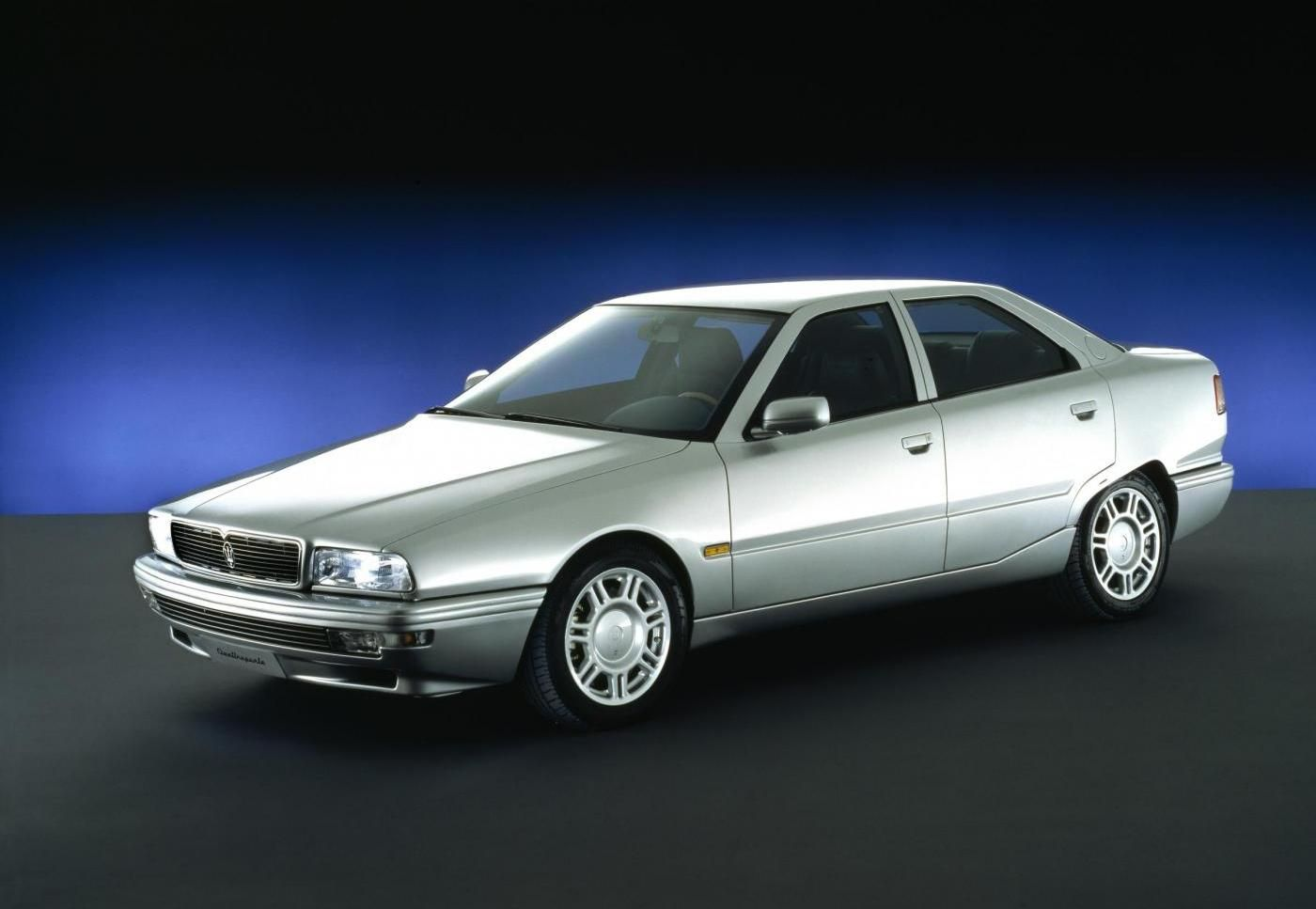 1994 Maserati Quattroporte IV - exterior view of the 5-seater sedan in gray