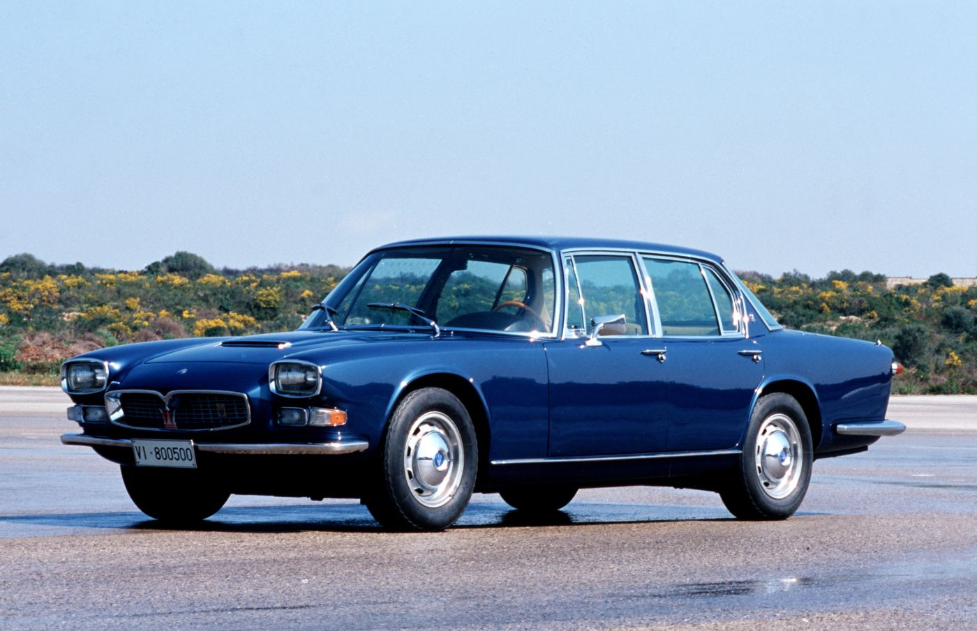 1964-1966 Maserati Quattroporte I - the classic sports car model in blue