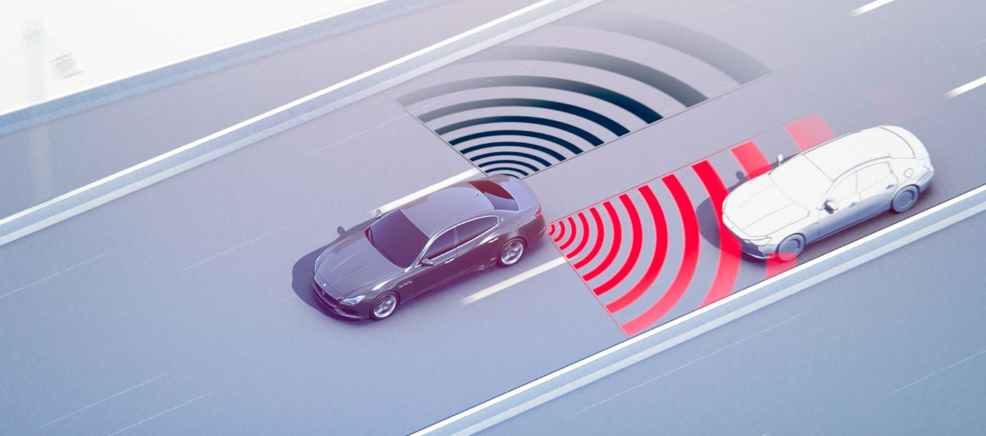 Active Blind Spot Assist - Maserati and a vehicle detected in a blind spot of the car