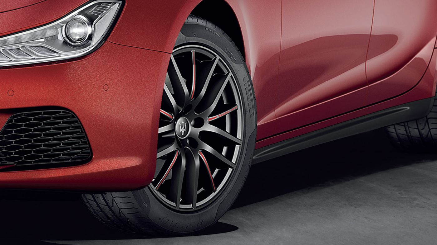 Maserati Ghibli tyres and rims, red and black