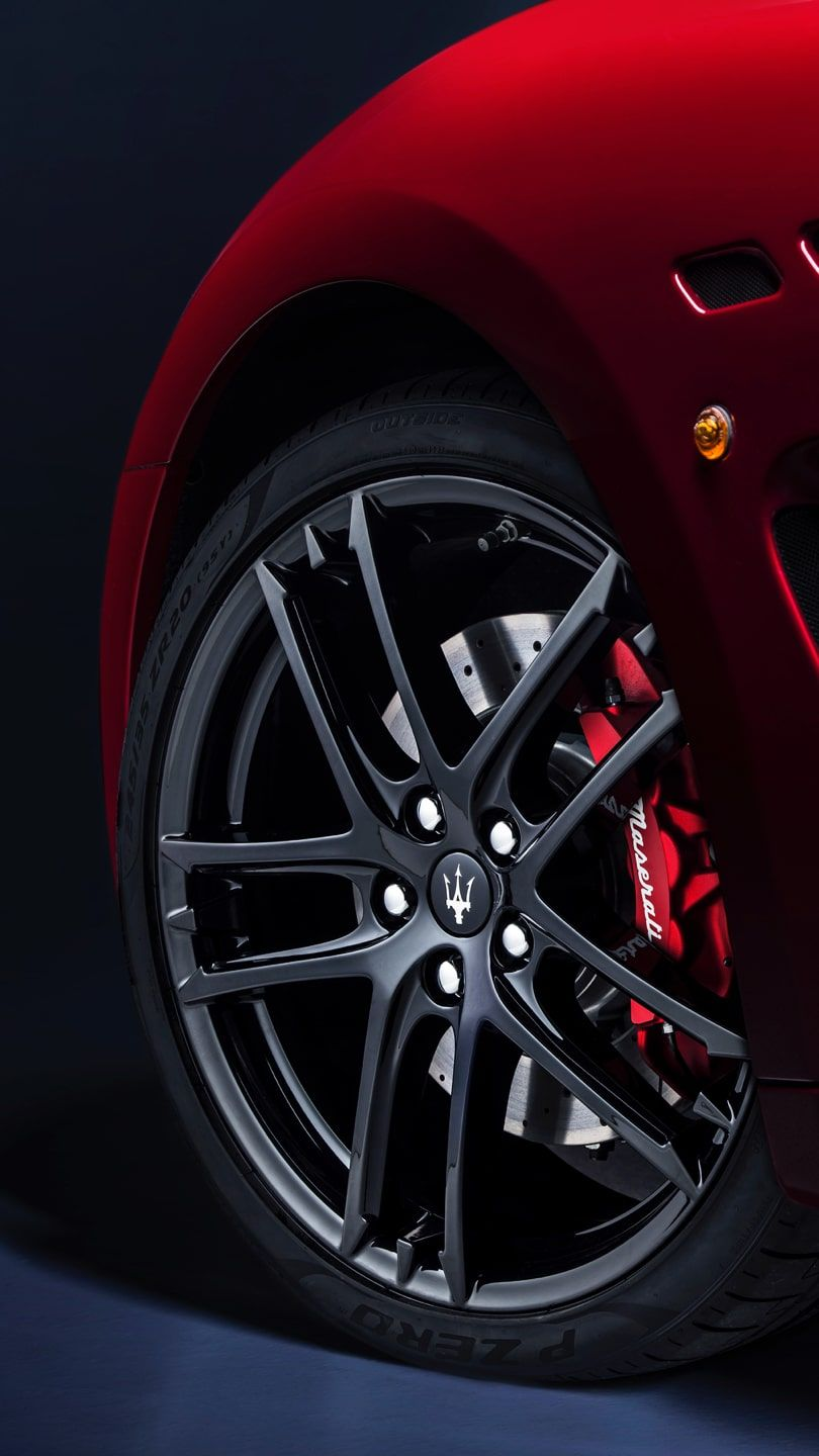 Maserati GranTurismo accessories for rims, red brake caliper