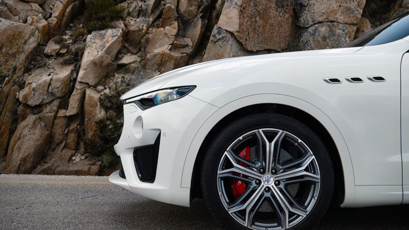 Maserati Levante,  side view - focus on rims and brake caliper